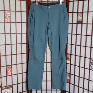 Kuhl woman cargo roll up pants 10 blue